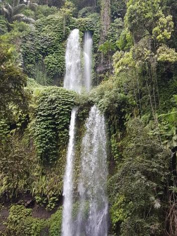 Waterfall sur l'île de Lombok