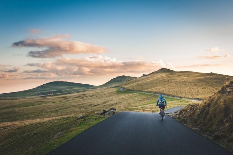 vélo en pleine nature montagnes